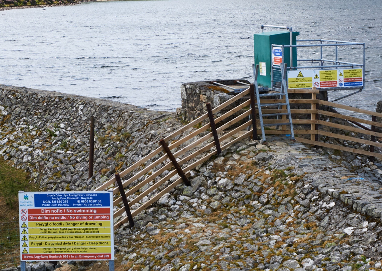 Arenig Fawr warning signs